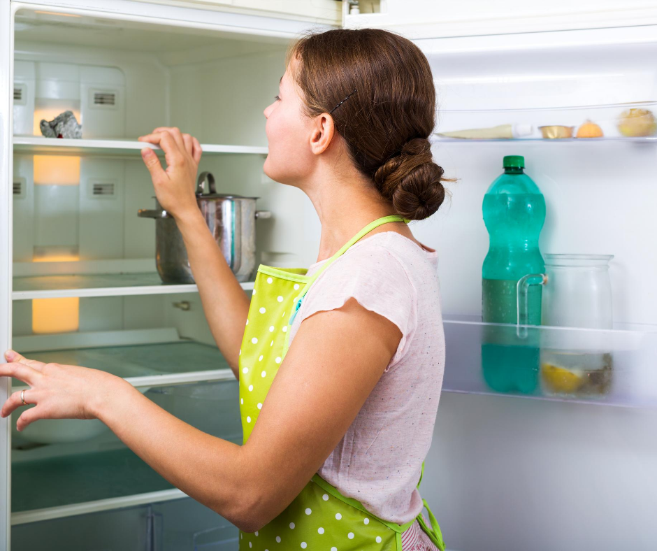 7 Easy Steps to Cleaning your Fridge: Cleaning Hacks